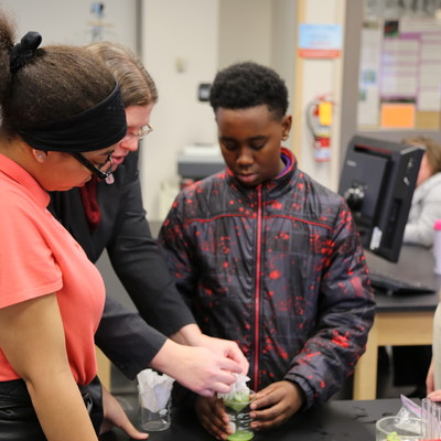 South Middle School students in a hands-on Biology lab with Ohio State Lima faculty member Jackie Augustine.